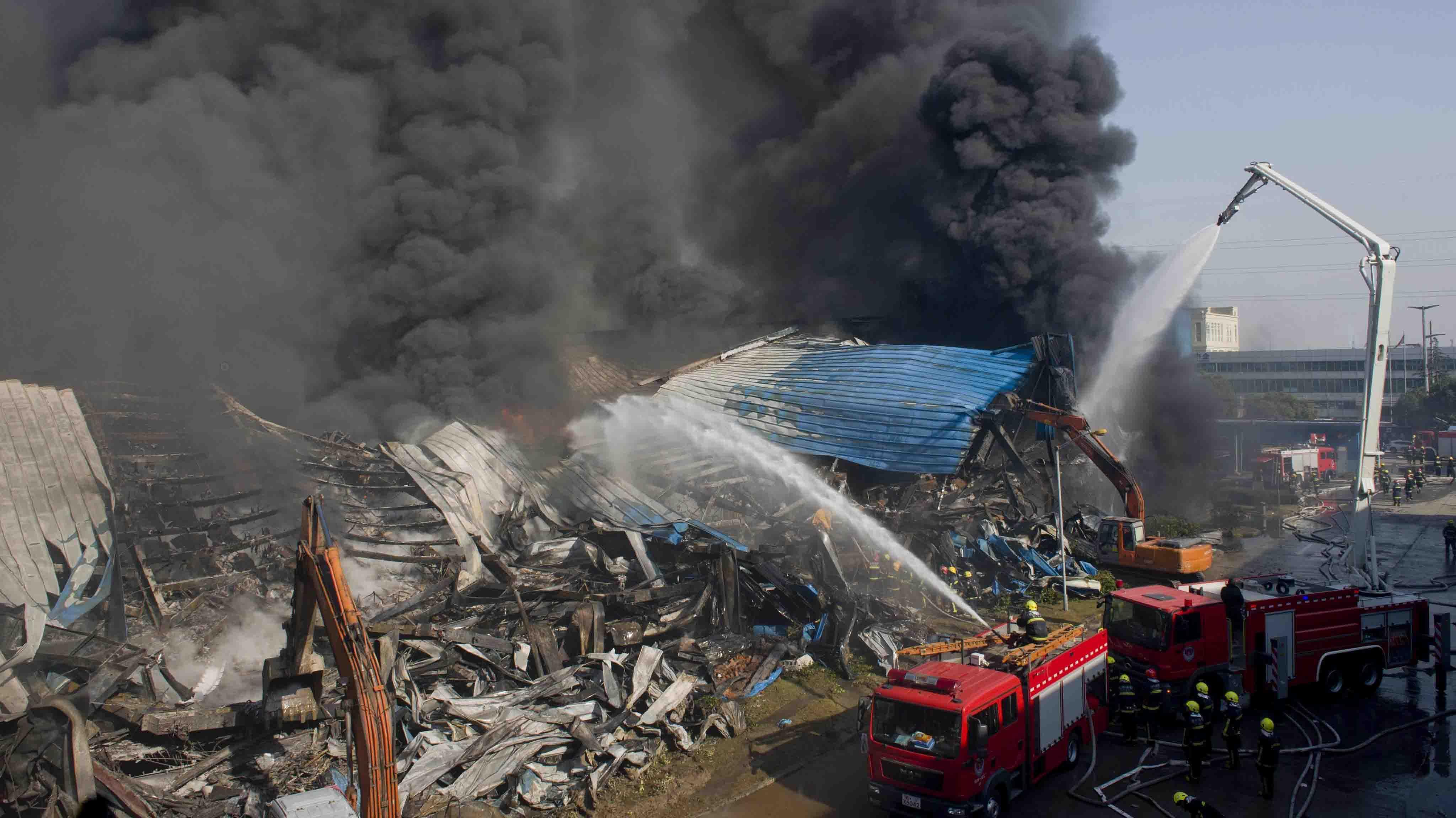 Hasta el momento no se conocen las causas que originaron el incendio; sin embargo, fuentes locales descartaron la posibilidad de un ataque terrorista