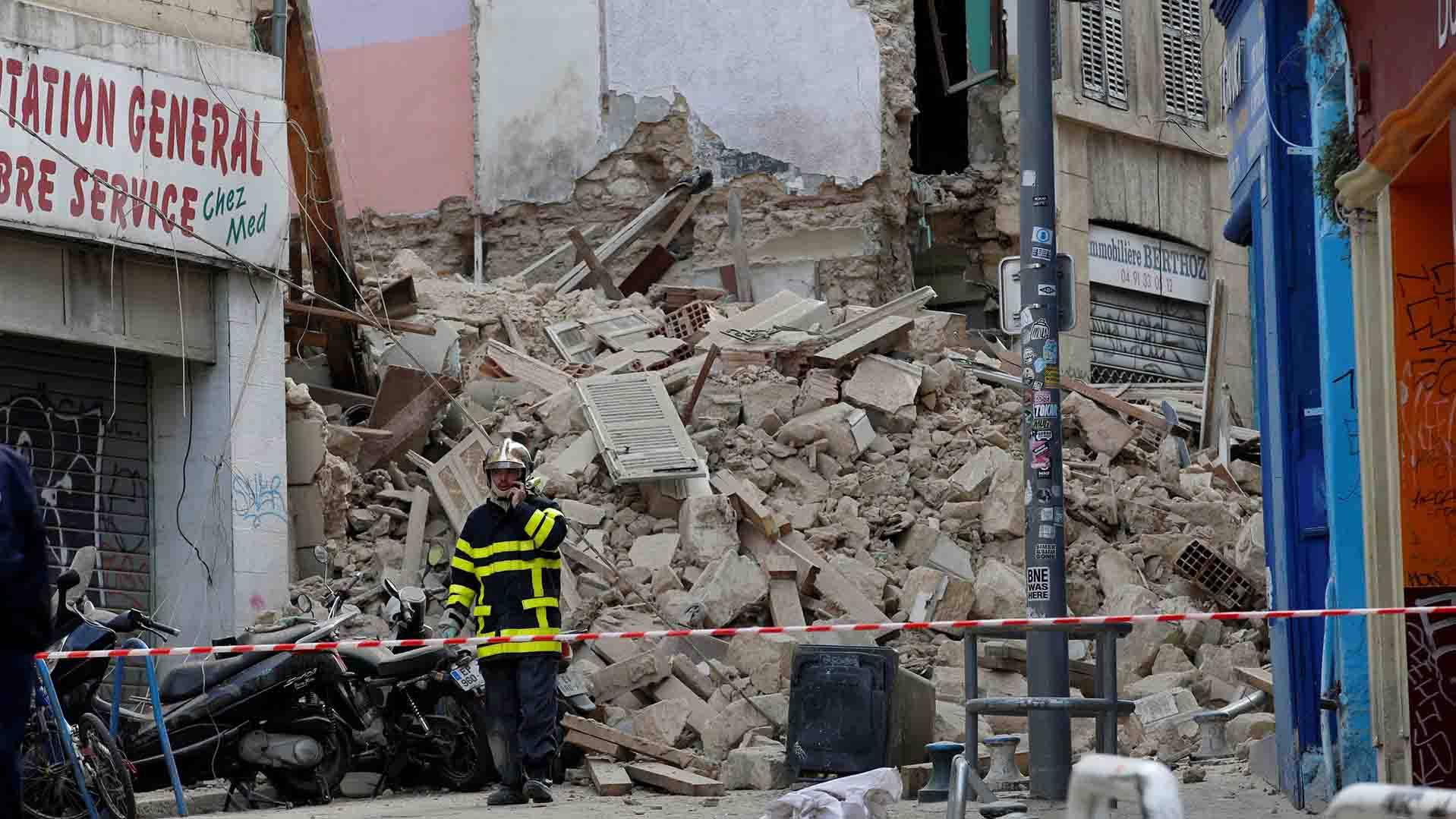 Las autoridades de Marsella se encuentran en el lugar de los hechos para investigar el origen del desastre