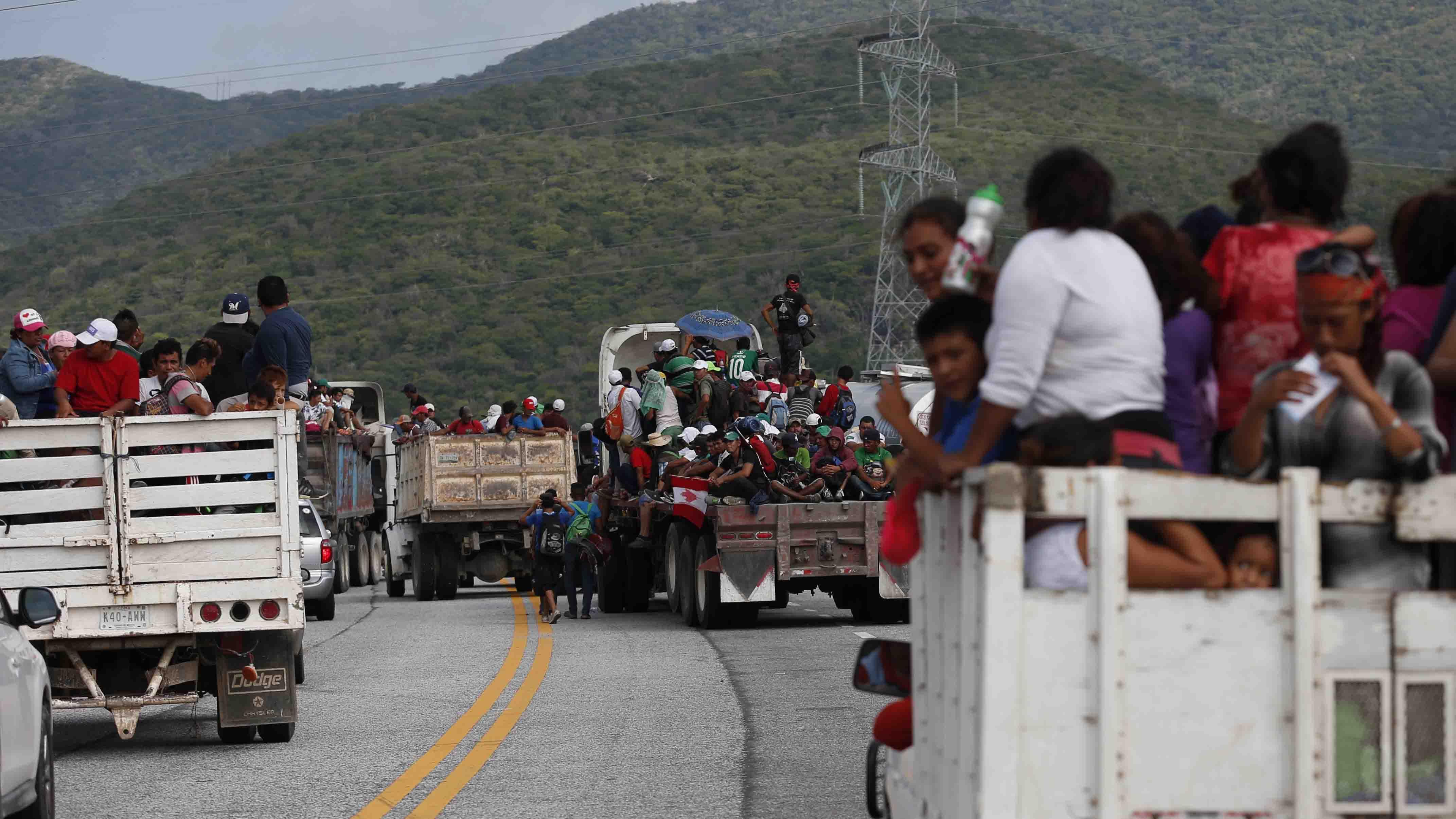 De acuerdo a ese país, unos 500 migrantes intentaron agredir y lesionar a fuerzas de seguridad en la zona fronteriza