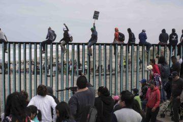 Ante la aproximación de la caravana de migrantes hondureños, el Gobierno estadounidense emite la nueva norma