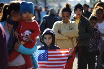Trump firmó una orden que implicaba que aquellosmigrantesque entren al país por lafronteracon México de forma irregularno tengan opción de pedir asilo