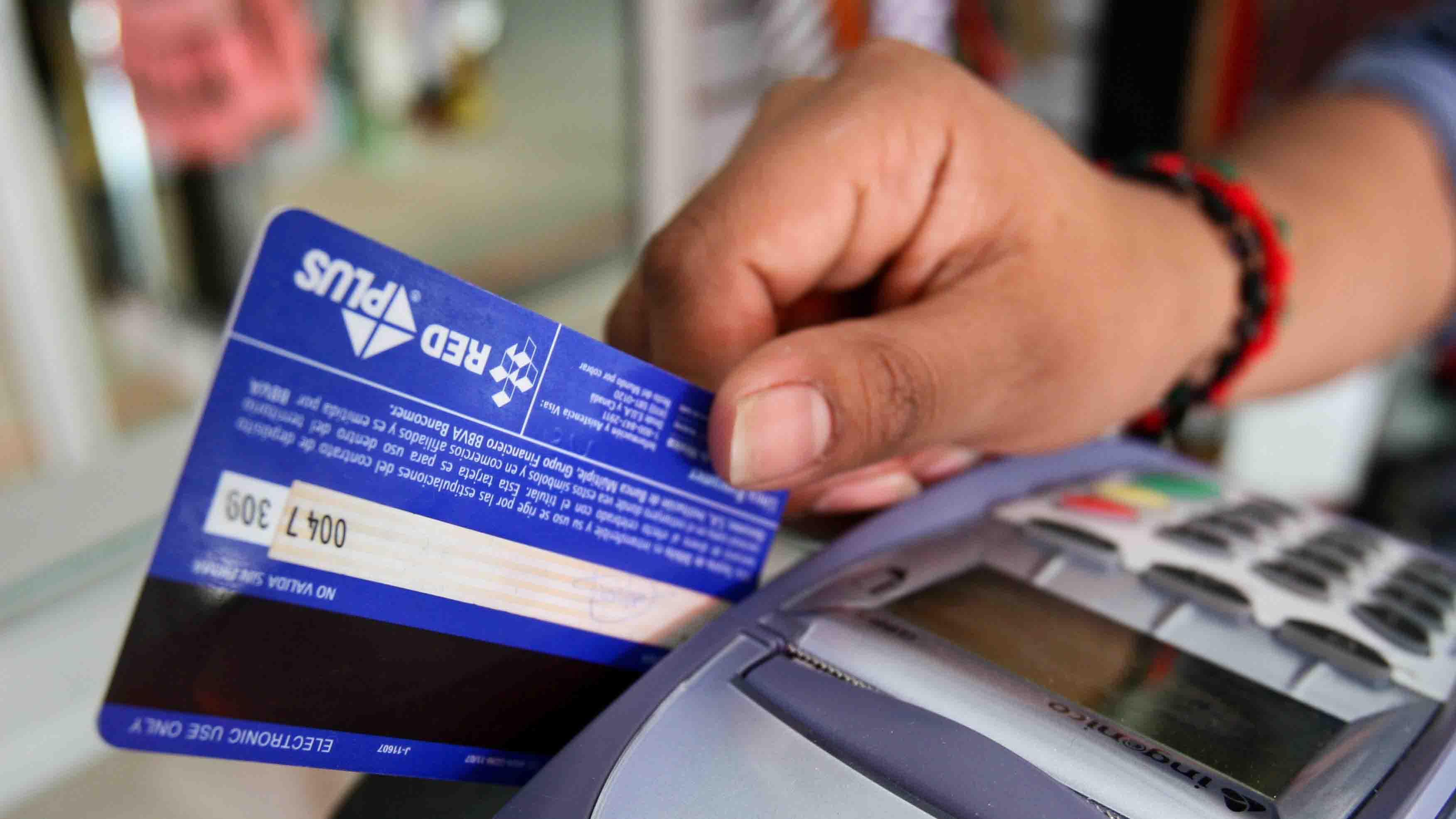 El ente exhortó a las instituciones bancarias y operadoras de tarjetas a ampliar y reforzar los esquemas de monitoreo
