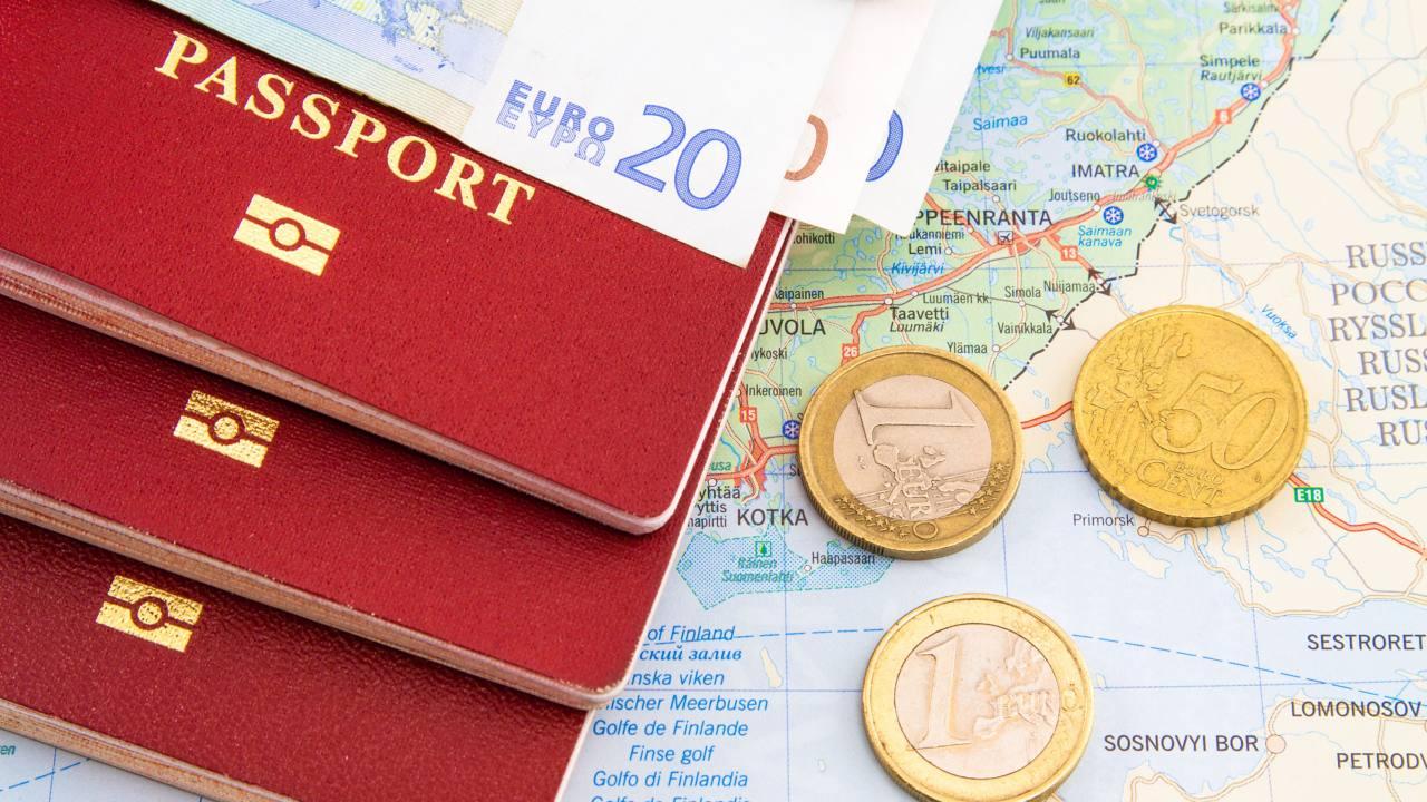 Detienen a cinco integrantes de una red que compraba pasaportes españoles