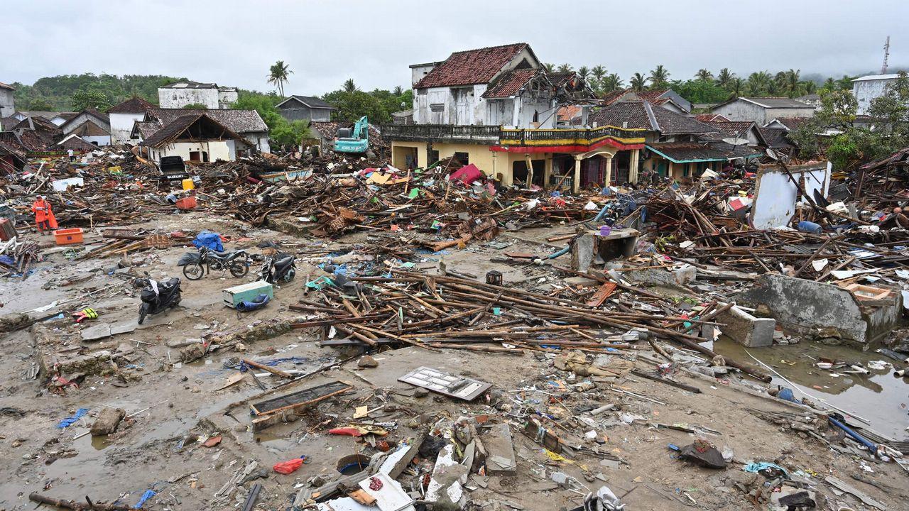 Número de muertos por tsunami en Indonesia se elevó a 429