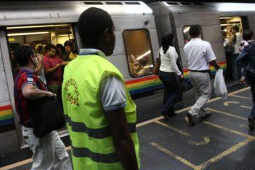 Metro de Caracas presentó fuerte retraso motivado a un tren con fallas