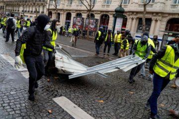 Disturbios en París dejó 140 personas detenidas y al menos 80 heridos