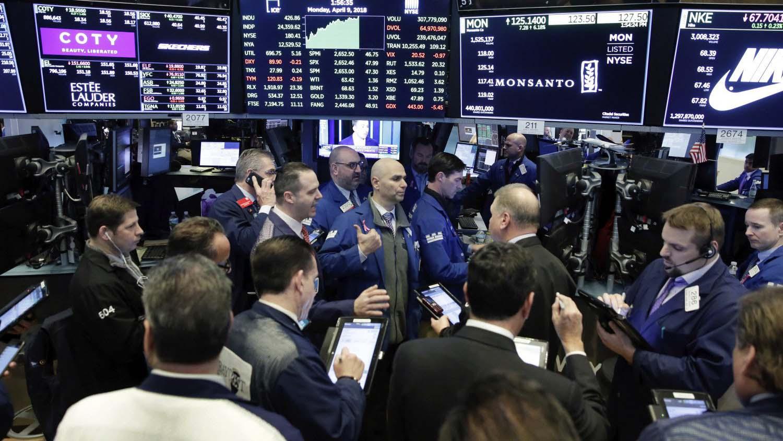 El alza en las tasas de interés de referencia causó un desplomé en la bolsa de valores neoyorquina