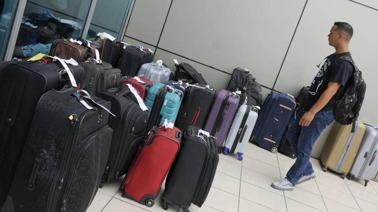 Descubren 870.000 euros en una maleta el aeropuerto de Düsseldorf - Alemania