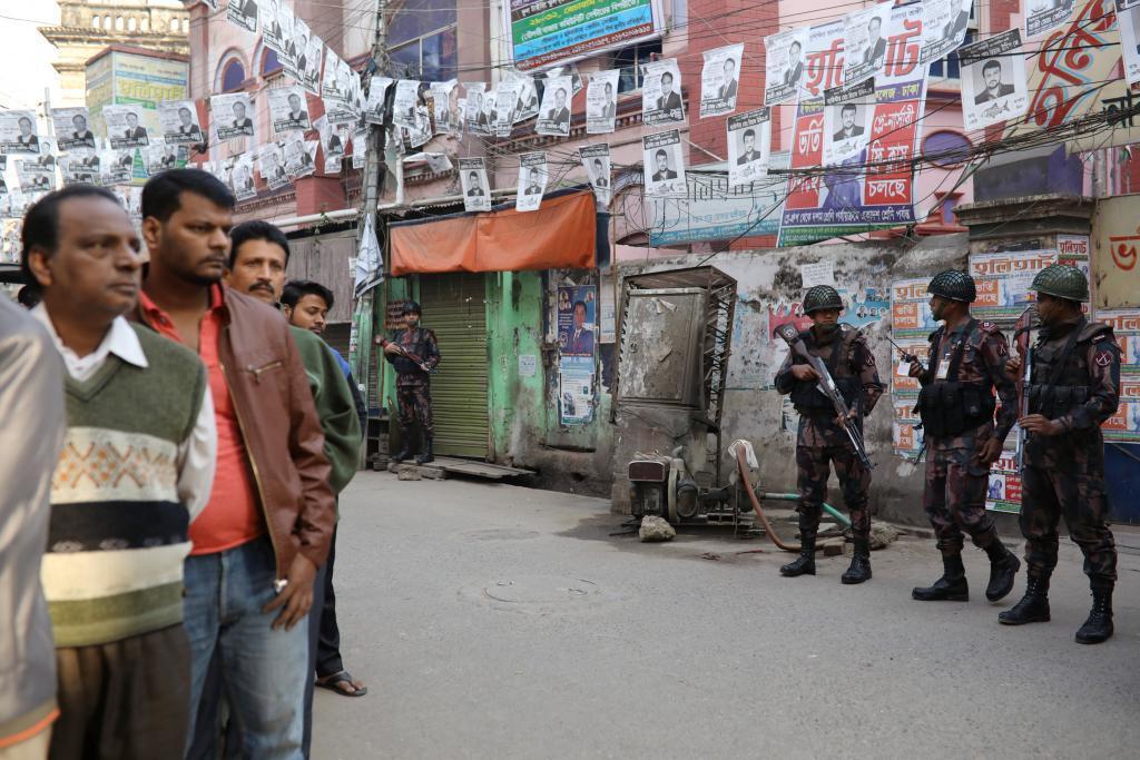 Además, en los hechos resultaron heridas 64 personas y nueve están detenidas por múltiples incidentes de violencia