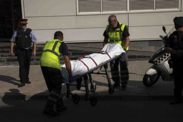 Dos personas mueren al estrellarse avioneta en gasolinera española