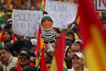 Manifestantes de Bolivia atacaron sede del TSE en protesta a Evo Morales