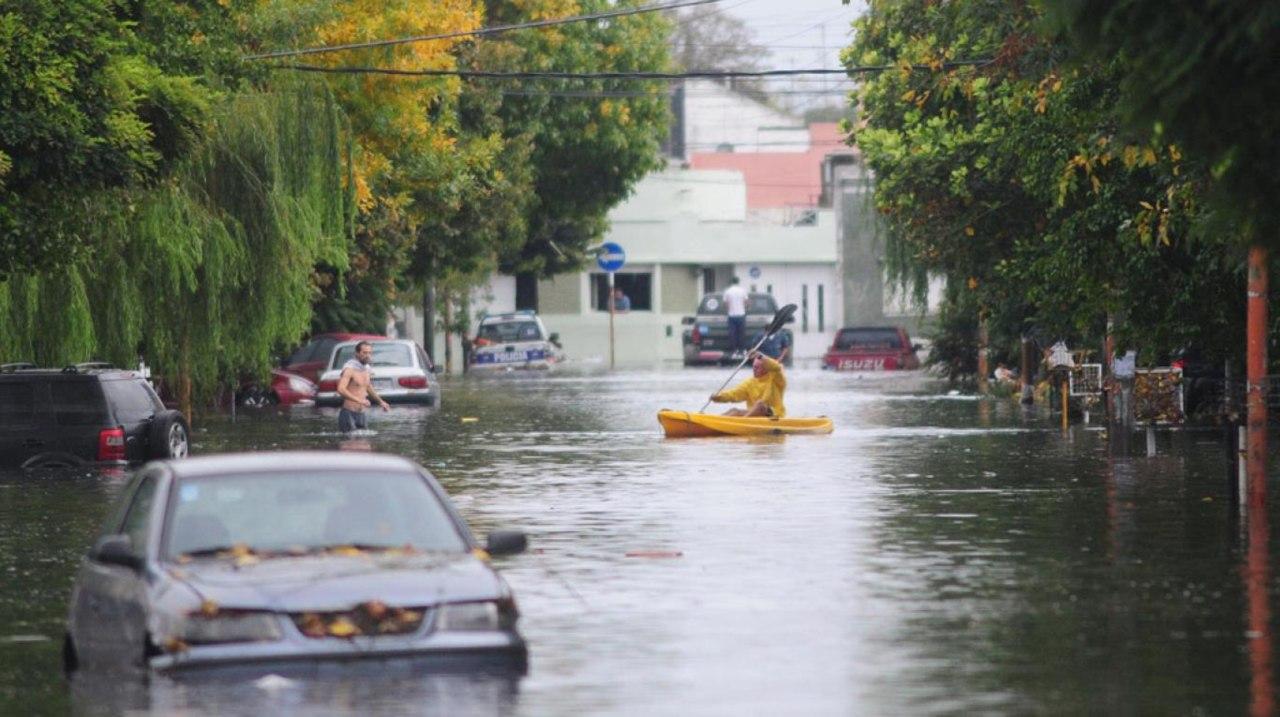 Al menos tres fallecidos dejó fuertes lluvias e inundaciones en Argentina