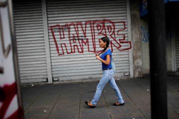 La presidenta de la organización, María Carolina Uzcátegui, sostuvo que los aumentos salariales y los bonos afectan a los comerciantes