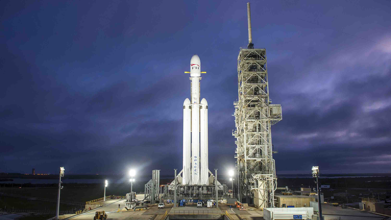 Tormentas eléctricas forzaron a la empresaa aplazar su lanzamiento espacial; se espera que la fecha sea anunciada en los próximos días