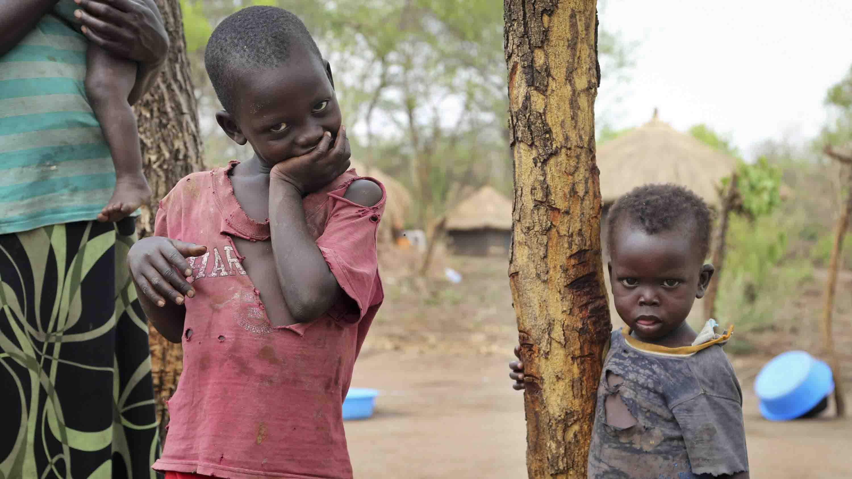 Al menos1.2 millonesde infantespresentan un cuadro de desnutrición aguda y alrededor de22 millonesno están siendo escolarizados