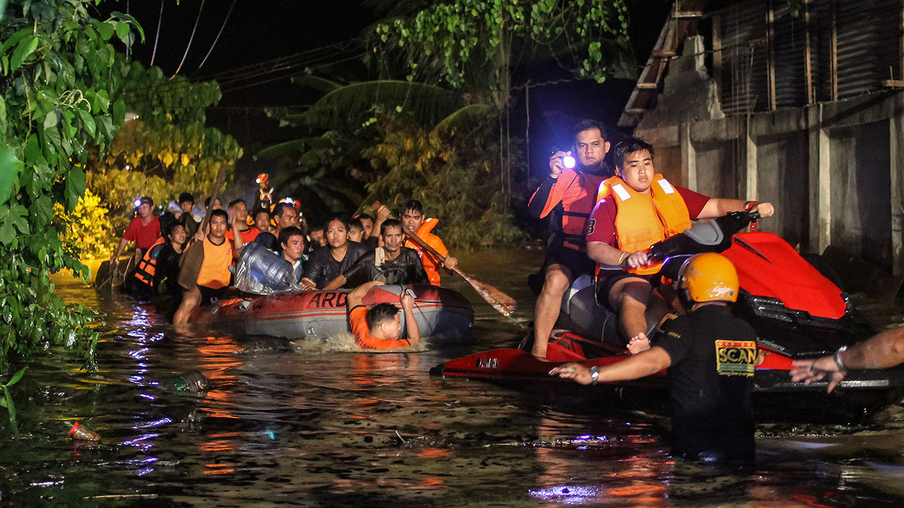 El fenómeno ha provocado cancelaciones y retrasos en transporte marítimo y por carretera, apagones y daños en los arrozales de la región