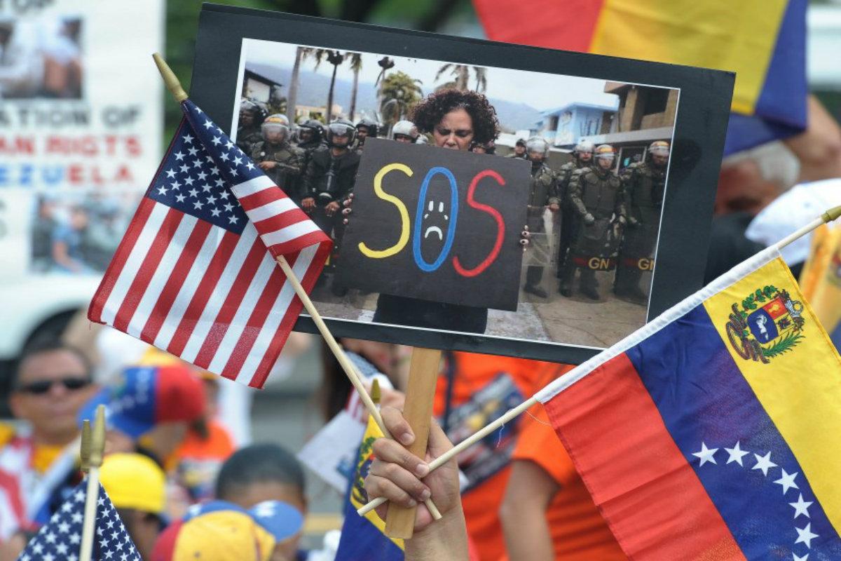 Senadores de EE.UU. impulsan otorgar el TPS a los venezolanos