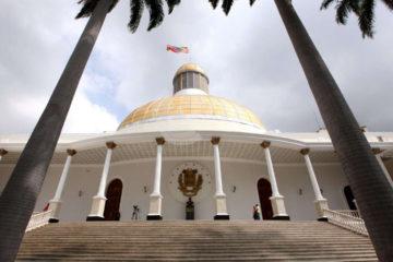 El decreto otorgaría garantías a aquellos funcionarios que permitan el restablecimiento de la democracia