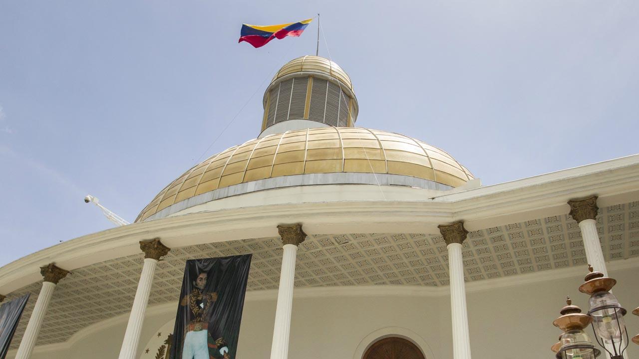 La Asamblea Nacional fijó las condiciones jurídicas para traspasar el poder del ejecutivo al legislativo