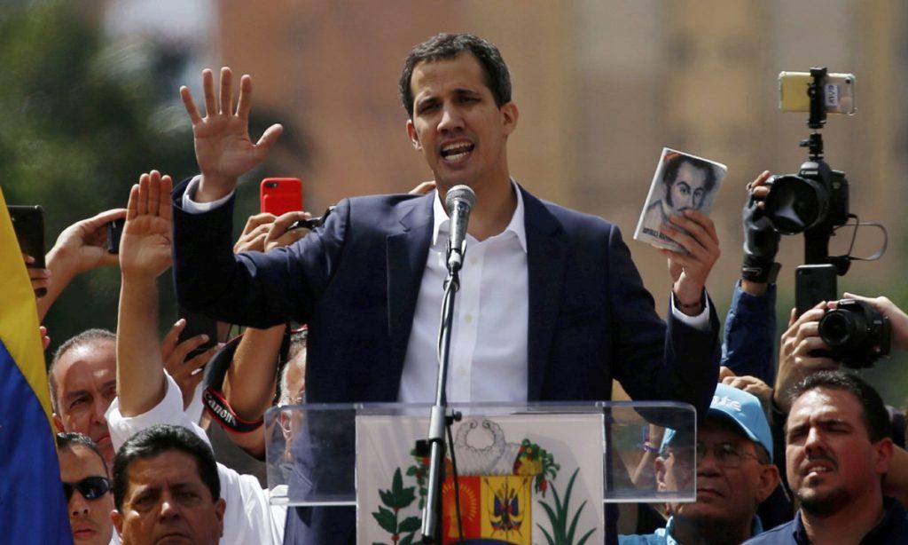 El presidente interino de Venezuela denunció que hasta el momento existen 700 personas detenidas por manifestar