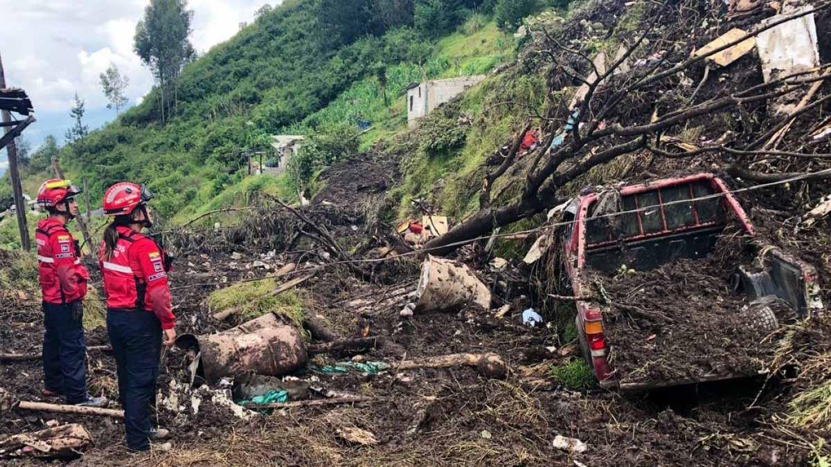 Las autoridades señalaron que el grupo sufrió contusiones leves y no hay indicios de más víctimas por el derrumbe