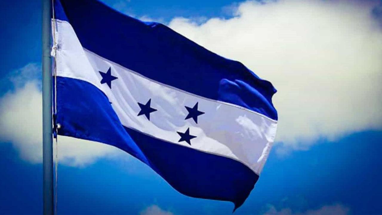 La ceremonia oficial se celebró en la Casa Presidencial de Tegucigalpa