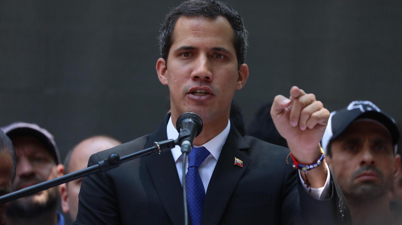El presidente interino criticó la presencia de miembros de Rusia y Cuba permitida por Nicolás Maduro