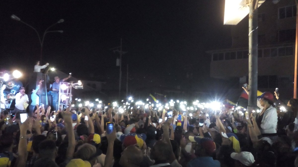 Punto Fijo esperó de pie a Guaidó, en medio de apagón inesperado