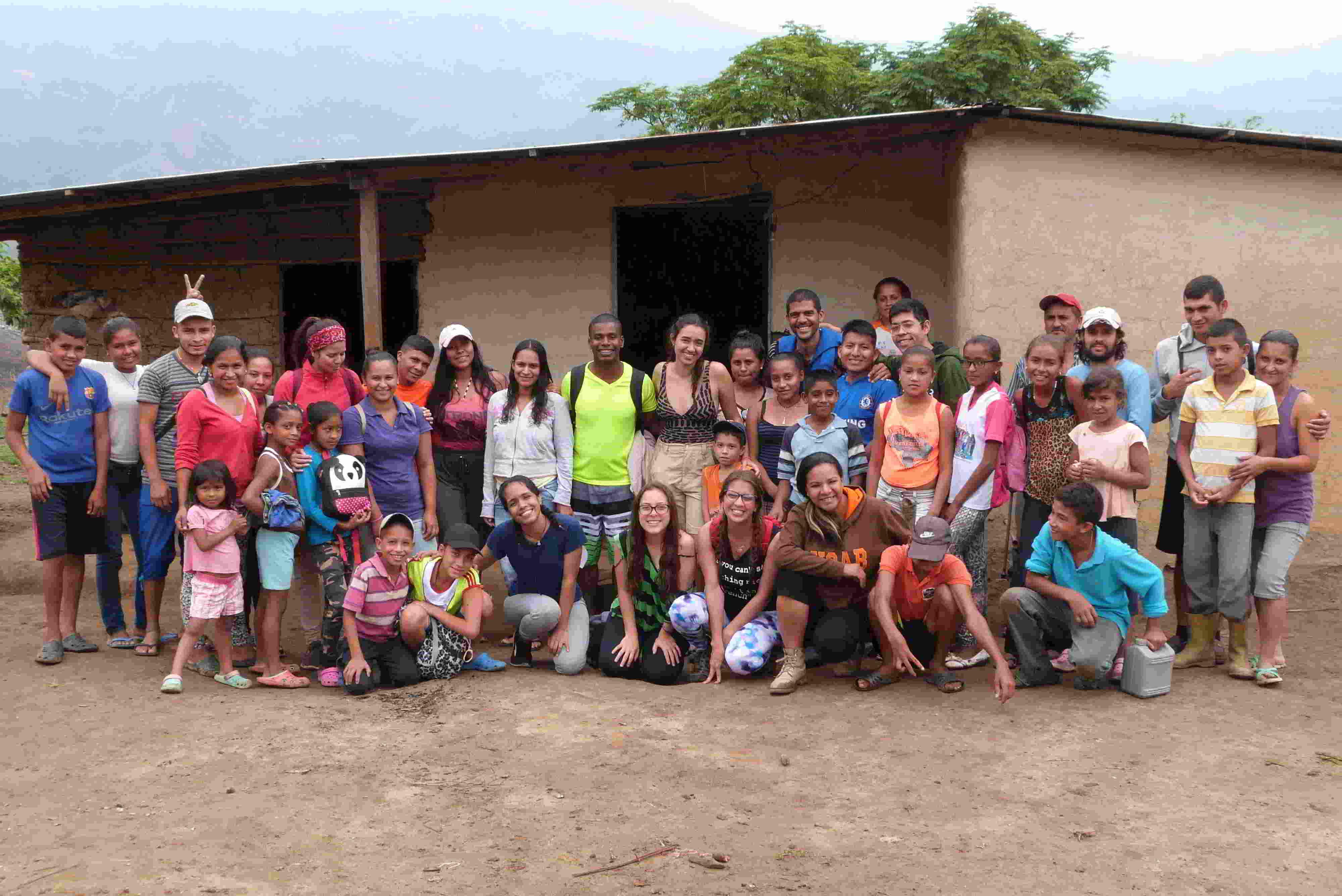 Estudiantes de la UCAB apoyan a comunidades a través del programa PAZando