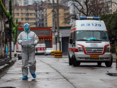 El experto Zhong Nanshan destacó que probablemente el virus no fue consumido sino inhalado por las personas