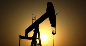 Por qué el precio del petroleo cayó tan bajo