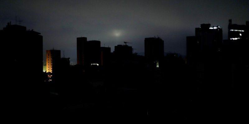 Reportan Apagones y Bajones Eléctricos en unos 12 estados de Venezuela