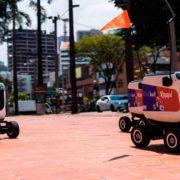 Robots hacen entregas a domicilio en Medellín durante la cuarentena