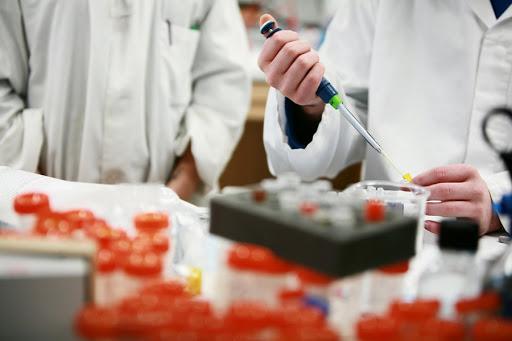 Investigación y desarrollo de vacunas y tratamientos para enfrentar la pandemia de coronavirus