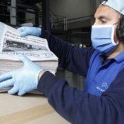 ¿Puedo infectarme de COVID-19 mientras leo un periódico?