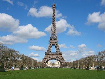 Francia salvará al turismo a través de un plan millonario