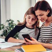 Recomiendan regular la cantidad de tarea online
