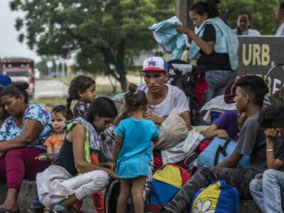 Migrantes venezolanos viven de donativos para alimentarse