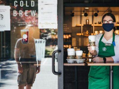 Starbucks se reorganiza y decide cerrar numerosas cafeterías a consecuencia del COVID-19