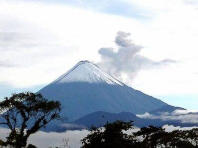 Volcán Sangay extiende ceniza por varias provincias de Ecuador
