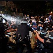 Fiscalía de Nueva York descarta imputar a manifestantes por delitos leves