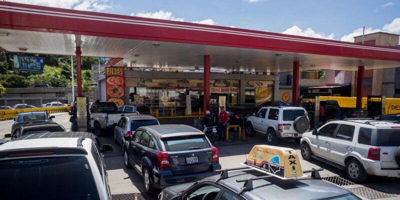 Gobierno de Maduro desaloja a concesionarios y ocupa estaciones de gasolina