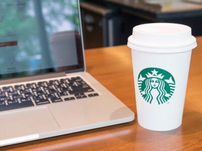La cadena de cafeterías busca detener los discursos de odio que se presentaron en EE.UU.
