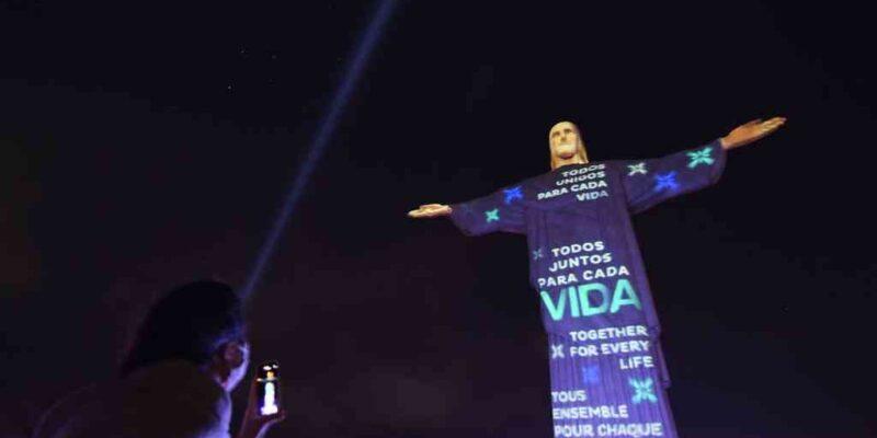Cristo Redentor rindió homenaje a las víctimas de COVID-19 en Brasil