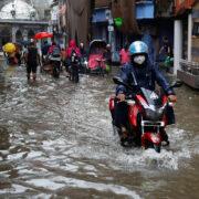 A pesar de que la región está acostumbrada a las lluvias monzónicas, este año la crisis humanitaria se agudizó debido al COVID-19