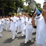 Gremios de enfermeros exigen mejoras laborales al gobierno nacional