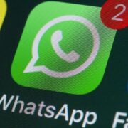 WhatsApp revisará la autenticidad de los mensajes reenviados