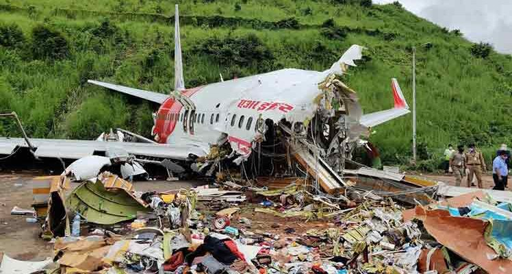 Suben a 18 los muertos en accidente de avión en la India