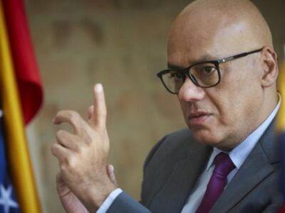 """Jorge Rodríguez acusó a Bachelet de hacer el """"recado"""" de otros gobiernos"""