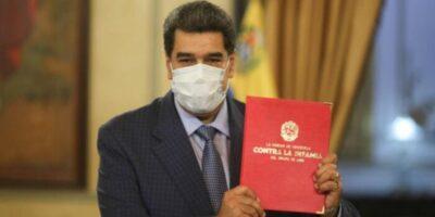 """Maduro entregó a la ANC la """"Ley Antibloqueo"""""""